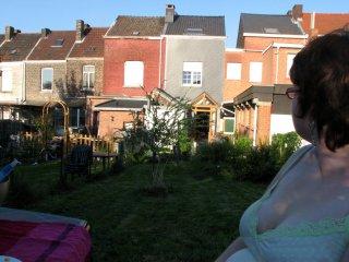 Jessica dans le fond de notre jardin rue de la bergerie