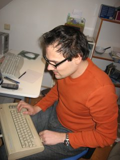 Cyborg Jeff retrouve un Commodore 64