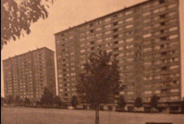 -- Les nouveaux building de la Place des Verriers, Seraing au siècle dernier--