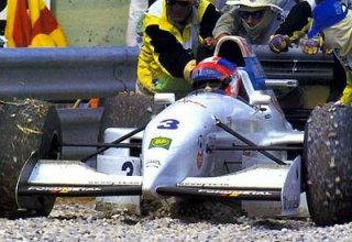 1994, Estoril. Sortie de piste d'Ukyo Katayama sur Tyrrell Yamaha