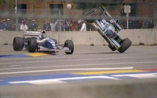 1994, Adelaïde. Accident entre Damon Hill sur Williams Renault et Michaël Schumacher sur Benetton Frod