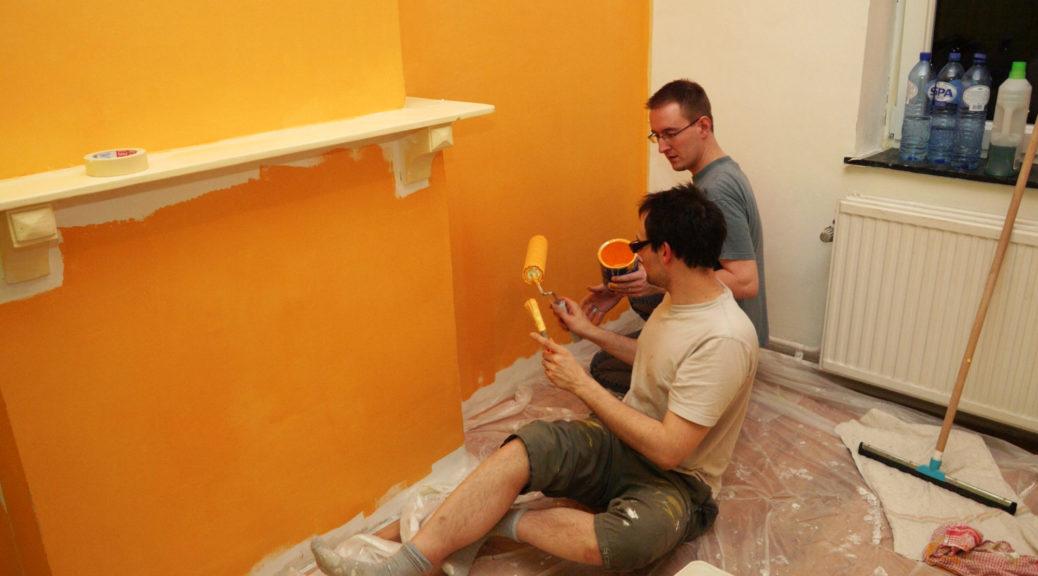 Papa et Toton Didier préparent la chambre de Charly