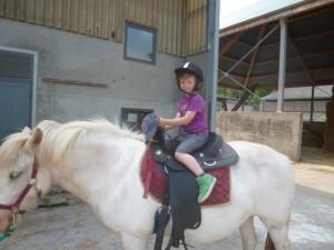 Charly à la ferme du Sart Tilman - sur le dos de Caline