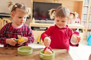 Alice et Juliette font un peu de cuisine