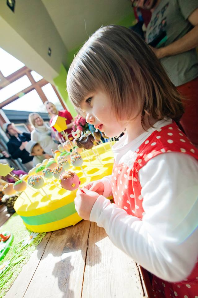 Les jolis Easter Egg Pop Cakes