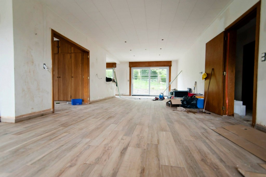 Le living - carrelage imitation parquet