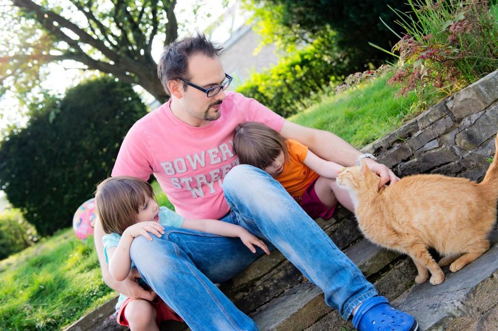 Papa, les filles et Potiron au jardin