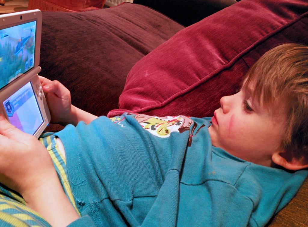 Charly joue à Planes 2 sur 3DS