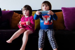 Alice & Juliette jouent à la WiiU
