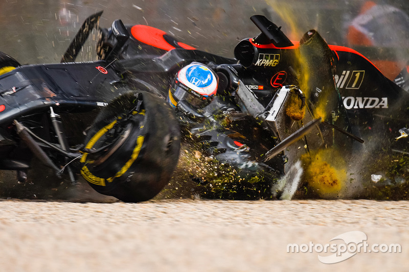 Accident - Fernando Alonso - Melbourne 2016