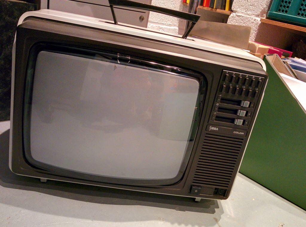 télévision vintage - siera color