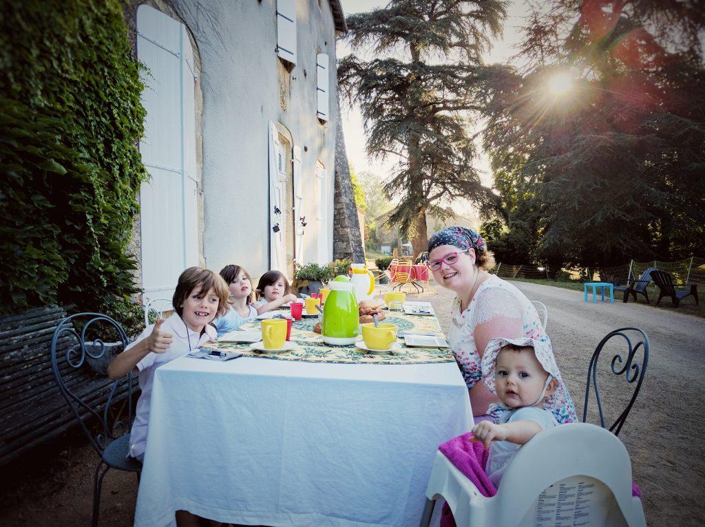 Vacances 2016 - Domaine de Brassac - Le petit déjeuner