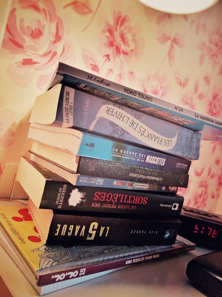 Pile de livre sur ma table de nuit