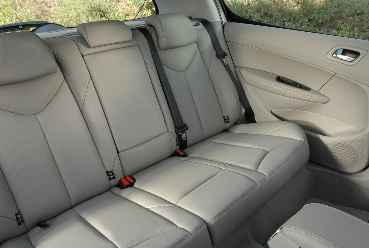 4 enfants dans une voiture compacte petit budget les. Black Bedroom Furniture Sets. Home Design Ideas