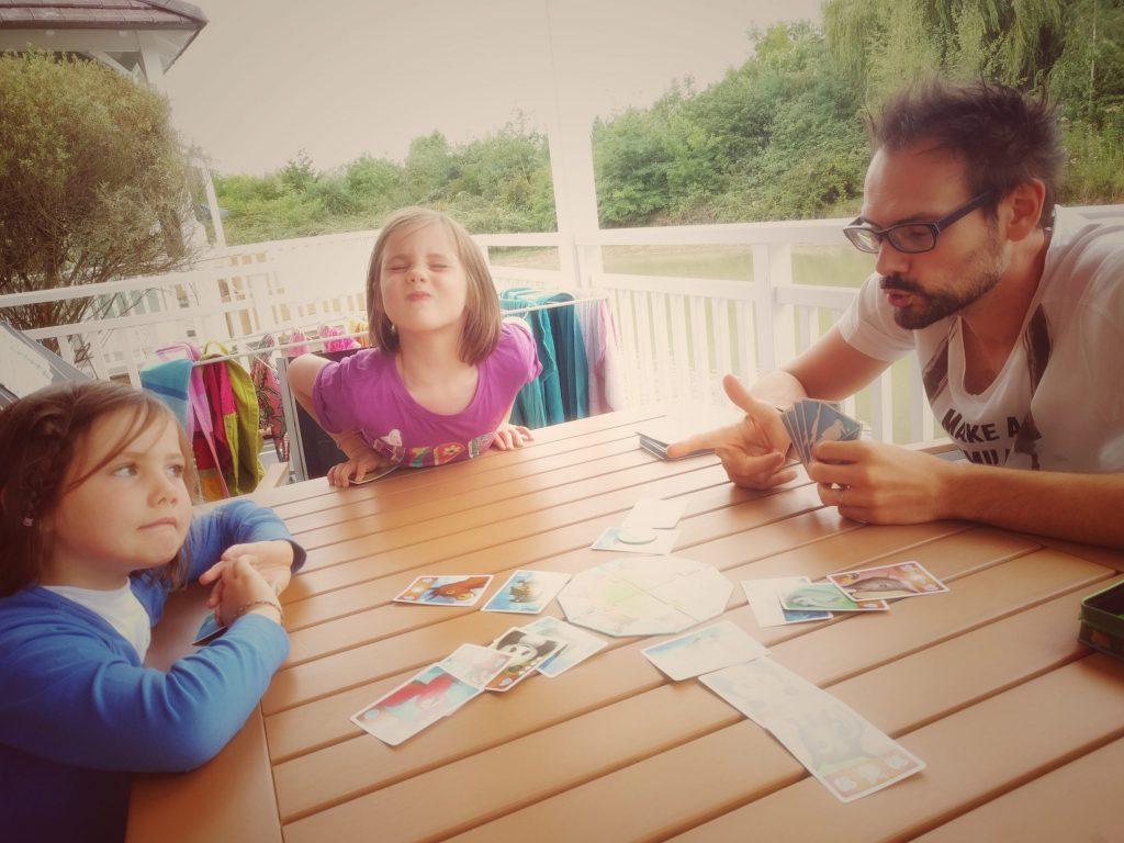 En cas de mauvais temps, on peut se faire un jeu de société en famille