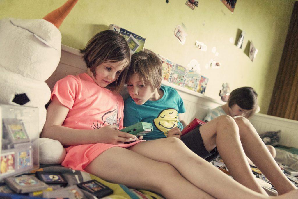 Les enfants découvrent la Game Boy - Tu joues à quoi toi ?