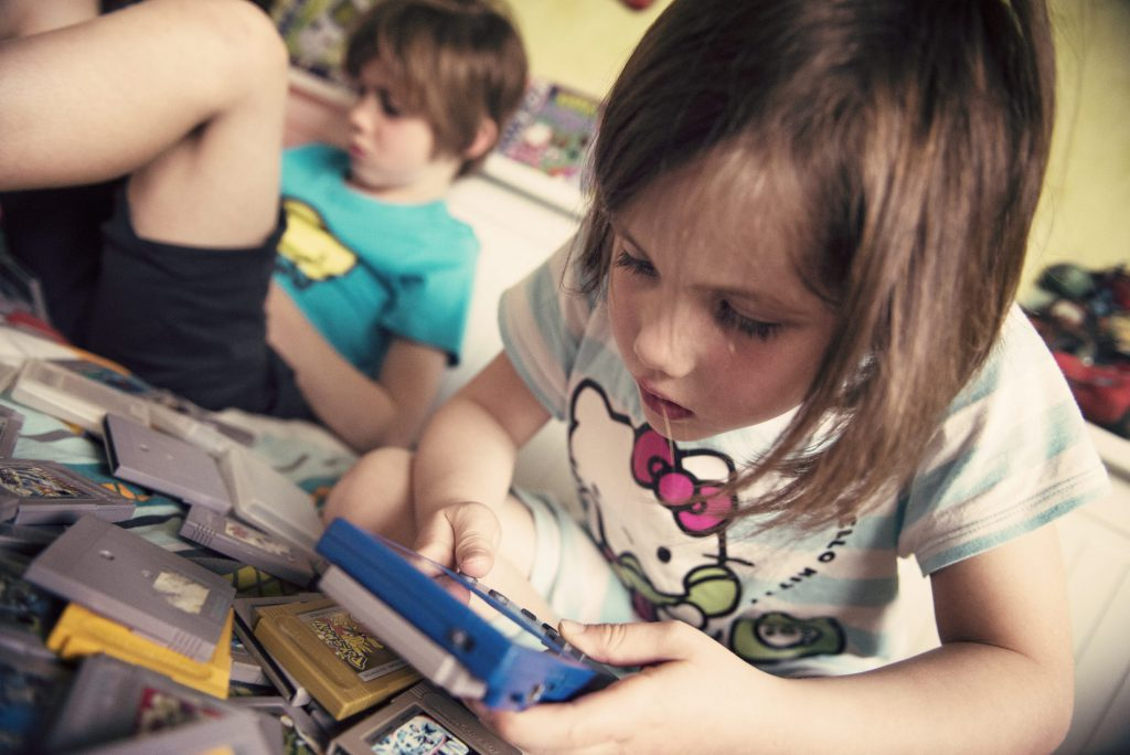 Les enfants découvrent la Game Boy - On y voit pas grand chose !