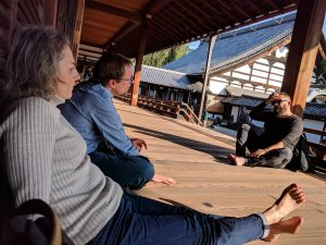 Méditation dans un temple bouddhiste dans Kyoto