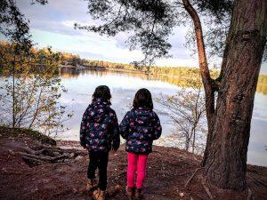 Alice et Juliette, au bord du lac du Center Park de Vossemeren
