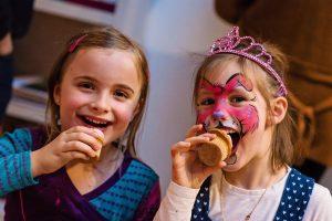 Anniversaire d'Alice et Juliette - 6 ans - Juliette et sa meilleure copine de classe Lisa