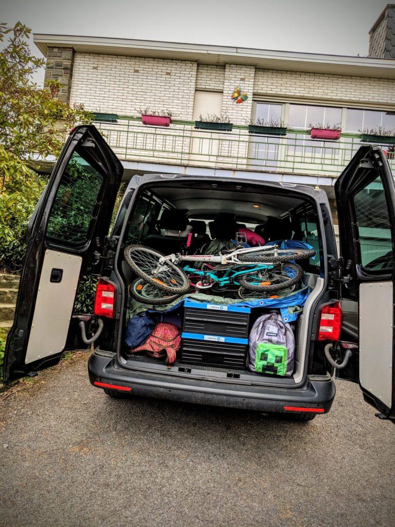 VW T6 Caravelle - Vélo et Valises