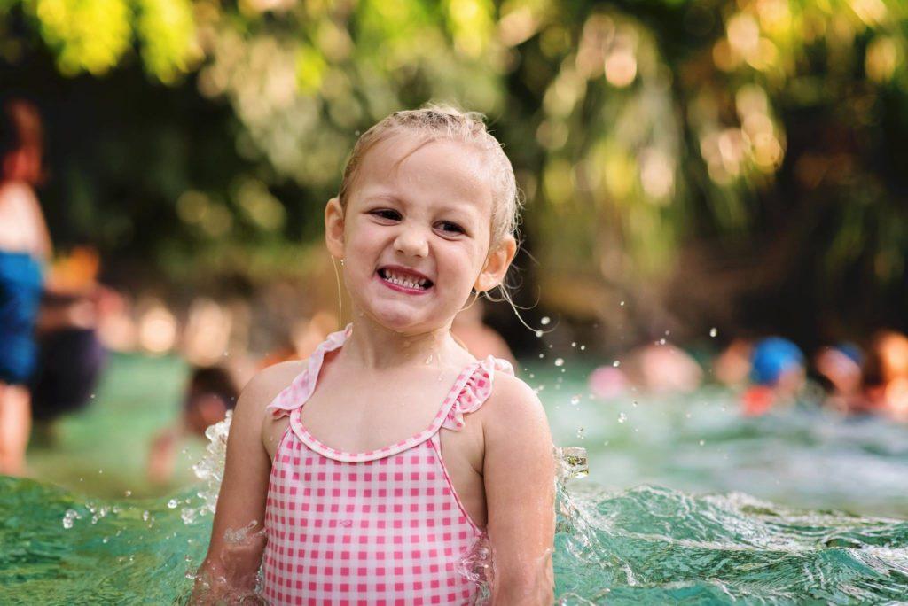La piscine, Rose adore !