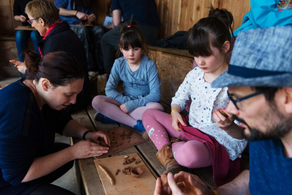 Activés en famille : réalisation d'instruments de musique préhistoriques aux Menhirs de Monteneuf