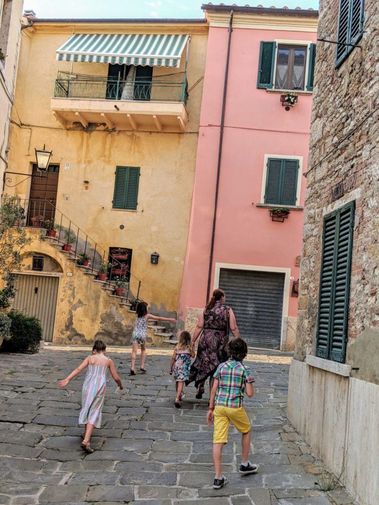 Dans les petites ruelles de Rapolano Terme