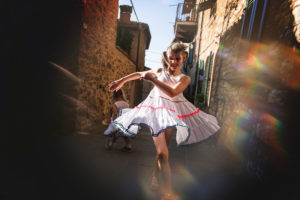 Pas grand chose à faire d'autre que de danser dans les petites rues de Passignano Sul Trasimeno