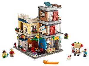 Charly aime construire des maisons en LEGO !