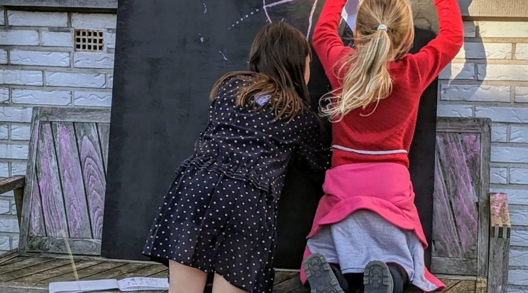 L'école leur manque tellement que je leur ai vite fait un tableau noir :) #stayhome
