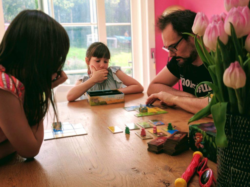 Les enfants découvrent Kingdomino