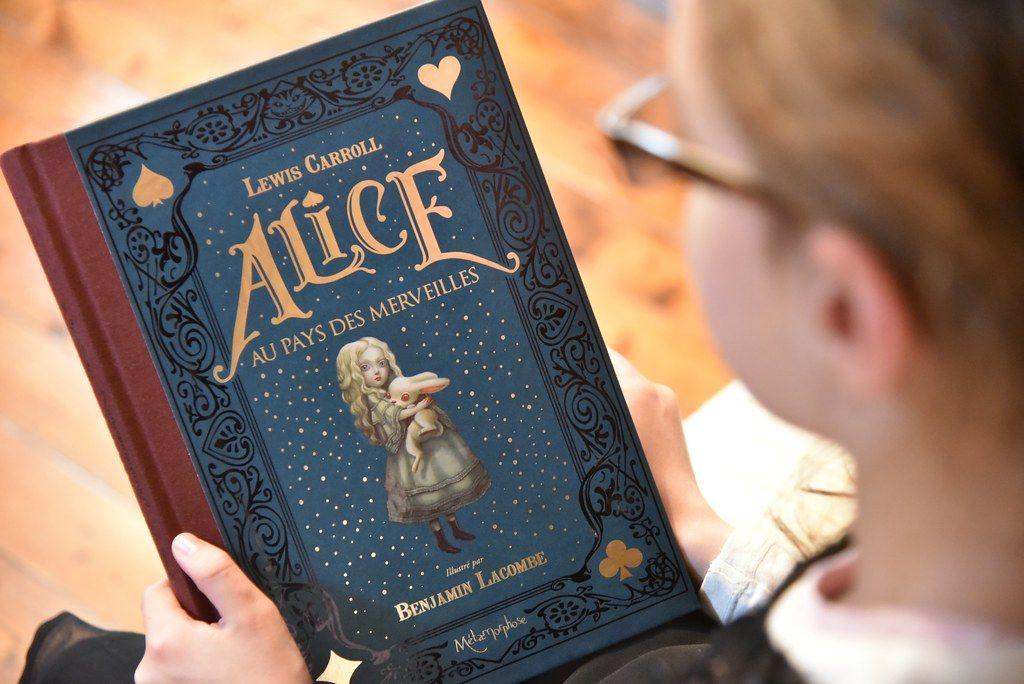 Alice aux Pays des Merveilles - illustrations Benjamen Lacombe - Metamorphose