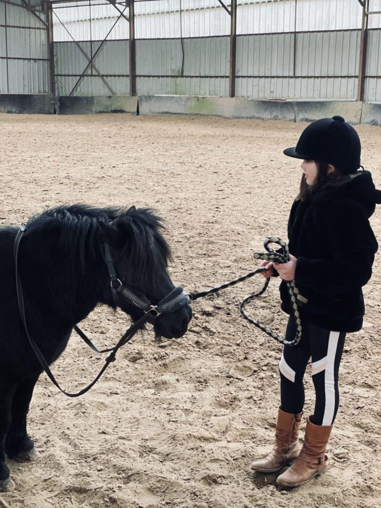 Alice a pu reprendre ses leçons d'équitation