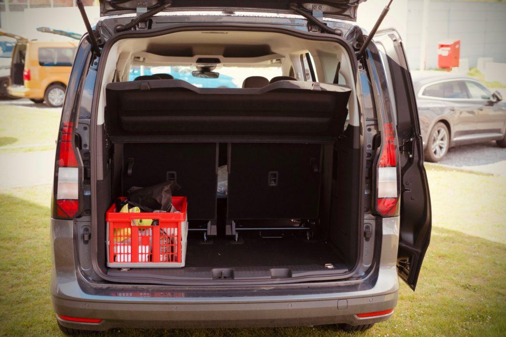 Le test du bac dans Le coffre du nouveau Caddy Maxi Life en mode 7 places