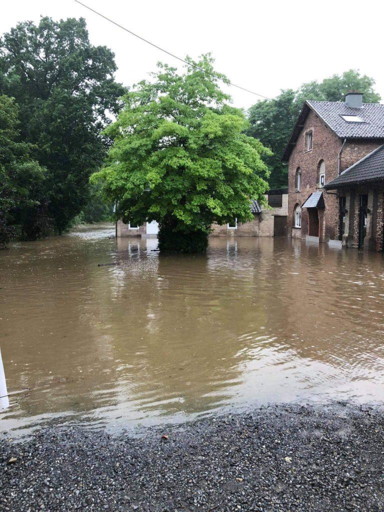 La rivière sortie de son lit sur le site du camps des enfants à Plombières le 13 juillet 2021