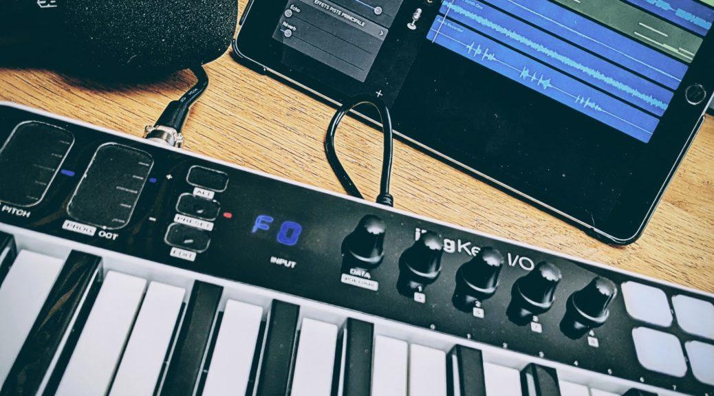 iPad + Garage Band + Audio Kit Synth One + IK Multimédia iRig Keys I/O 25
