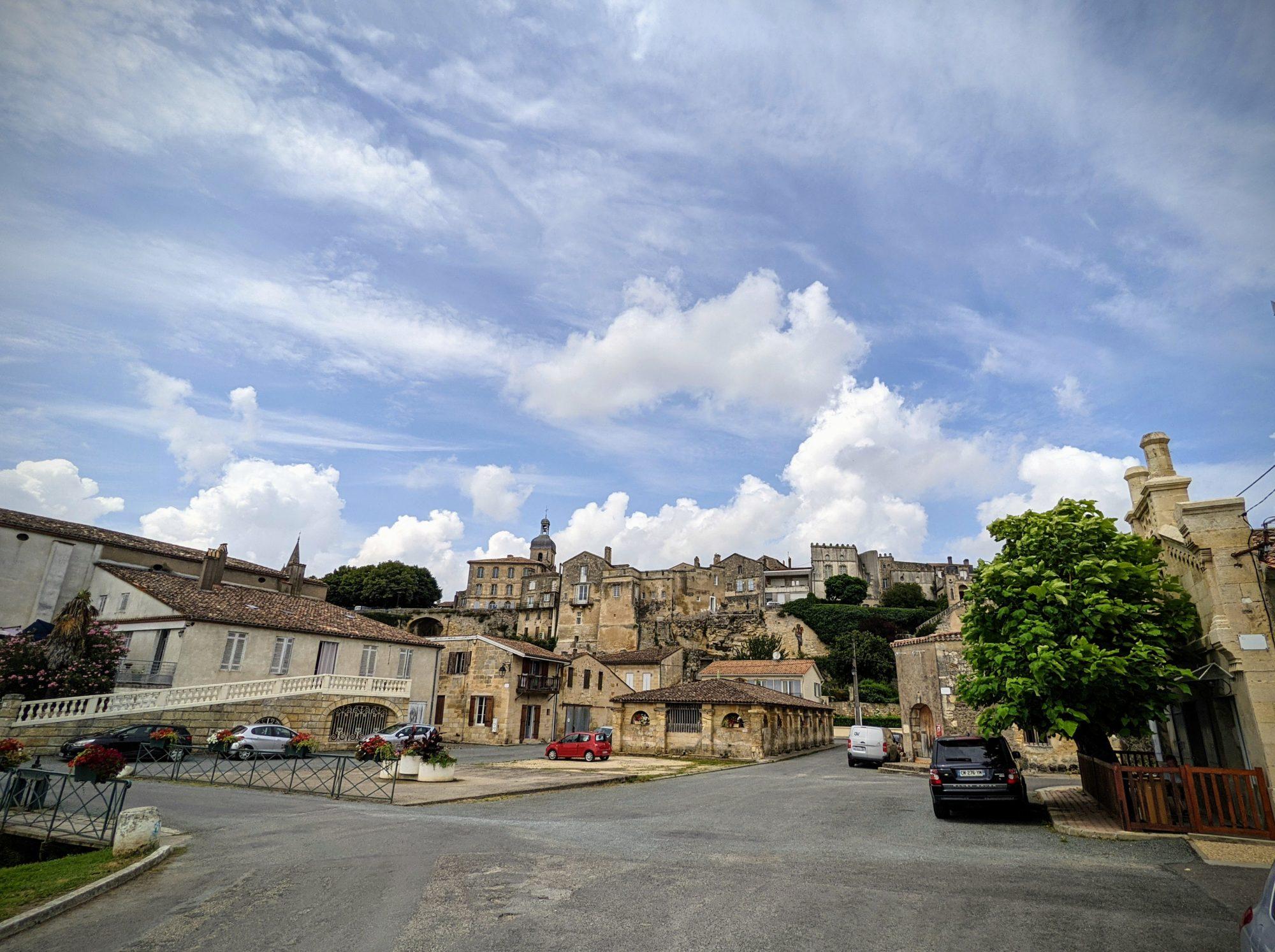 Un peu abandonnée, le village de Bourg sur Gironde