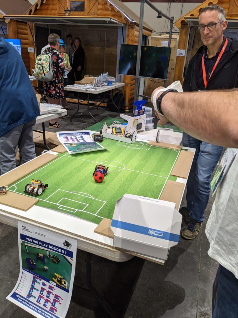 Des petits robots qui jouent au Football !
